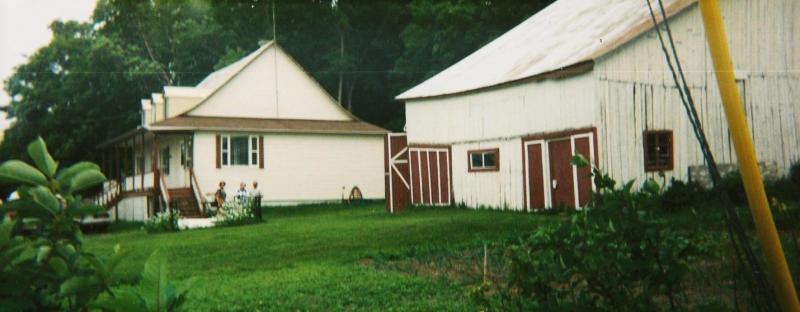Maison et grange de la terre ancestrale à Saint-Pierre-de-la-rivière-du-Sud